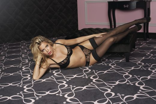 Sylvie van der Vaart Sexy comes in all Shapes 012